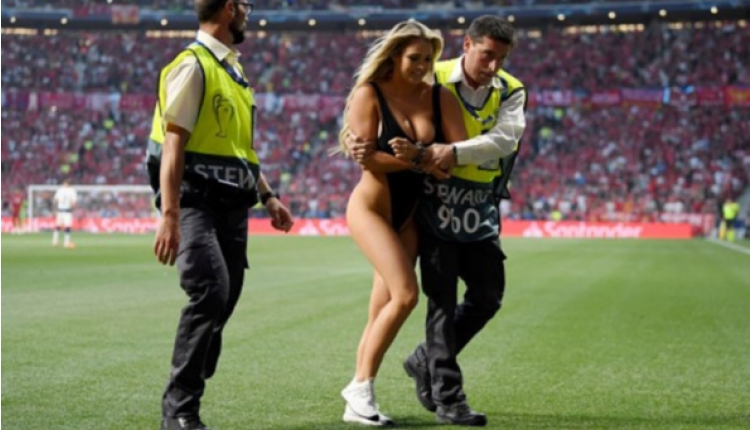 Liverpool Tottenham maçında sahaya çırılçıplak giren kadın taraftar kim? (Kinsey Wolanski kimdir, İnstagram hesabı)