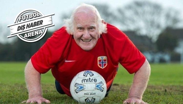 Britanya'nın en yaşlı futbolcusu 83 yaşındaki Dickie Borthwick