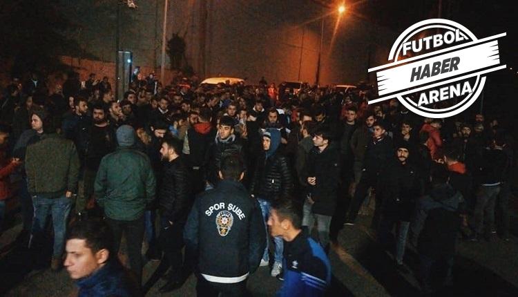 Trabzonspor tesislerinde taraftar toplandı! Ünal Karaman'a destek