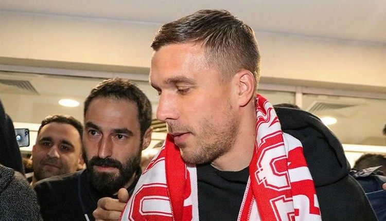 Podolski, Antalyaspor'da! Havaalanında çay içti