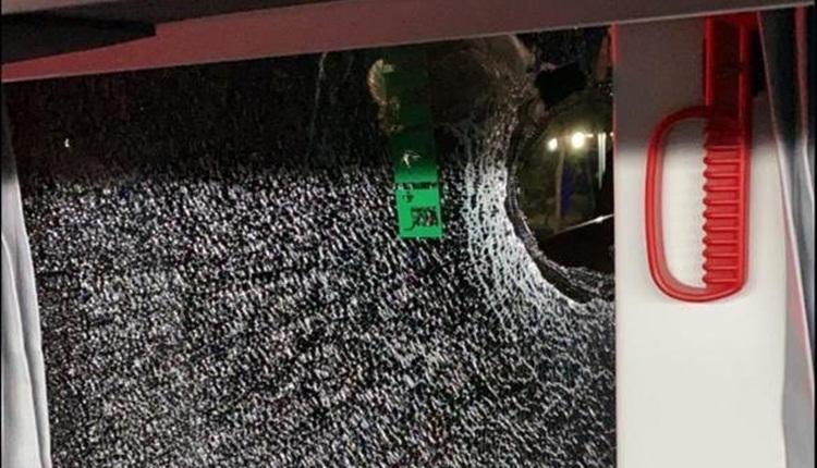 Aytemiz Alanyaspor otobüsüne taşlı saldırı! 2 antrenör yaralandı