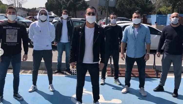Arda Turan maske dağıttı: