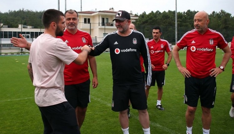 Beşiktaş'ta Rebocho ile yollar ayrıldı