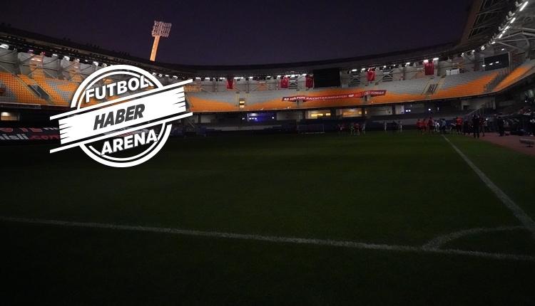 Başakşehir - Kayserispor maçında elektrik kesintisi! Yaşananlar