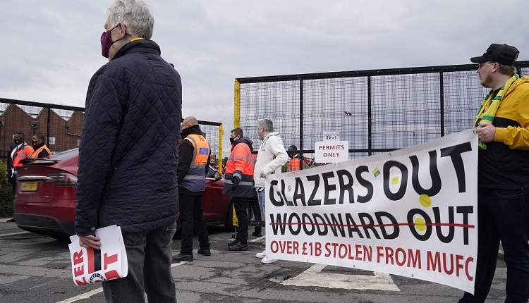 Manchester United taraftarlarından protesto! Old Trafford'da olay