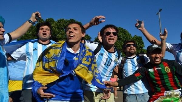 Arjantin yarı final vizesini kutluyor