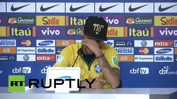 Neymar gözyaşlarını tutamadı...