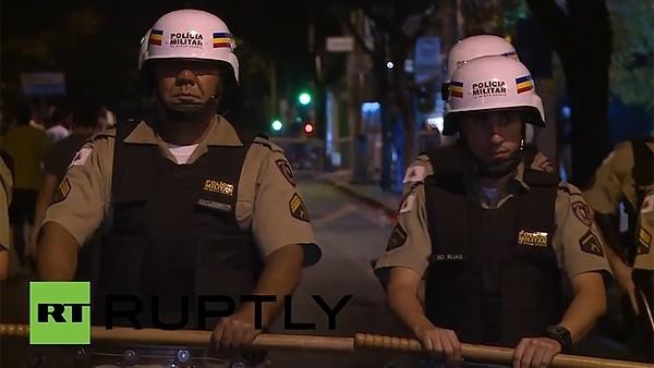 Brezilyalı taraftarlar polisle çatıştı!