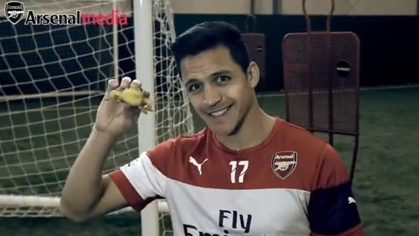 Arsenal'den Alexis Sanchez'e özel video