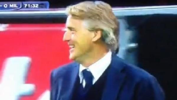 Mancini'den hakeme gülerek tepki