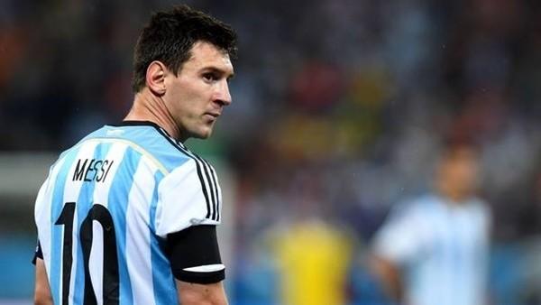 Messi halıya takıldı