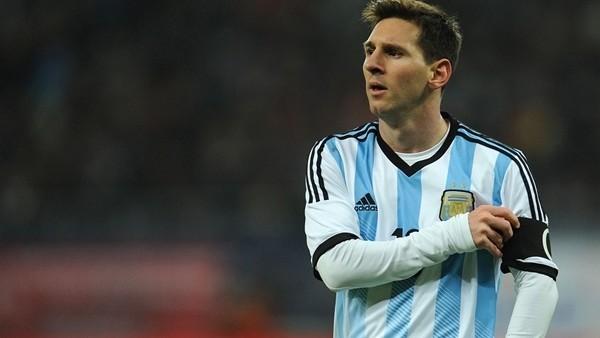 Messi'den korkunç frikik