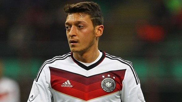 Mesut Özil Almanya'nın en iyisi seçildi