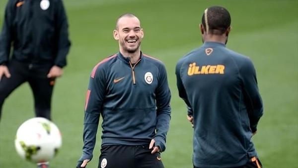 Wesley Sneijder'in Türkçe konuştuğu 5 an.