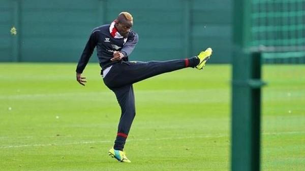 Balotelli bacak arasından kaçamadı