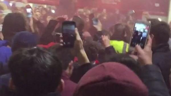 Arsenal taraftarlarının Mesut Özil çılgınlığı