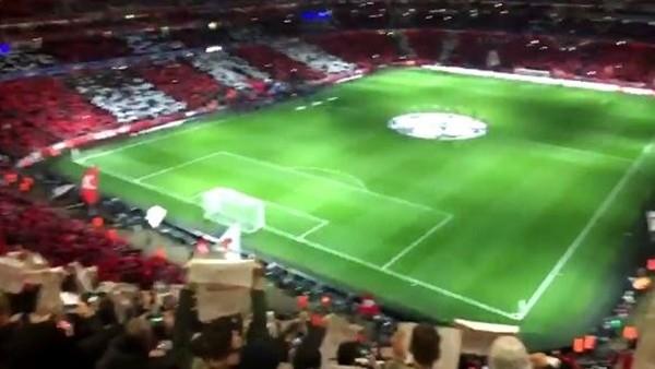 Arsenal tribünlerindeki muhteşem koreografi