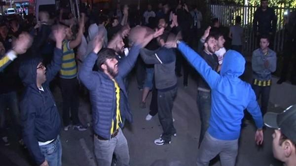 Fenerbahçe taraftarları tesisleri bastı