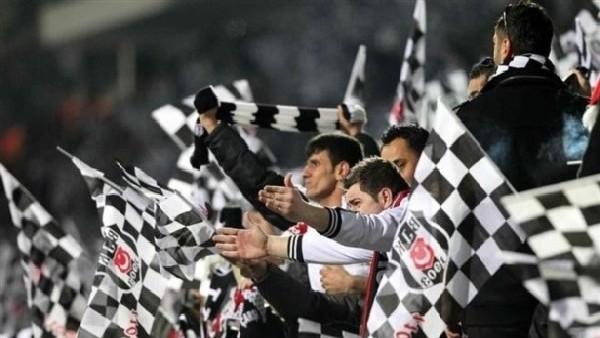 Beşiktaş taraftarları çarşıyı inletti