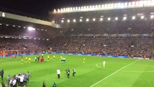 Liverpool - Dortmund maçı sonrası You'll Never Walk Alone şarkısı