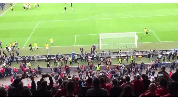 Liverpool ve Sevilla taraftarı final maçı öncesi birbirine girdi