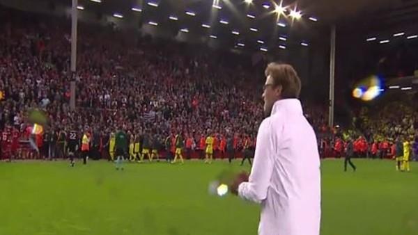 Kloop maç sonunda Liverpool taraftarıyla bütünleşti