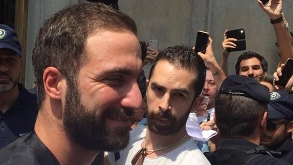 Gonzalo Higuain, Juventus'a transfer oldu