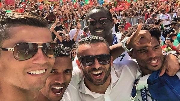 Ronaldo taraftarının karşısında meşhur sevincini yaptı