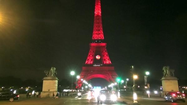 Eyfel Kulesi, İstanbul İçin Kırmızı Beyaz!