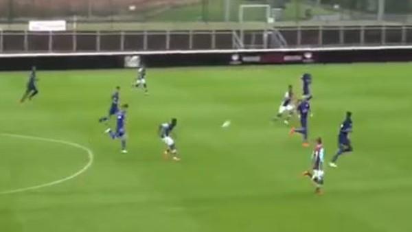 Genç West Hamlı oyuncudan muhteşem gol