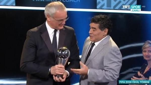 FIFA Yılın Teknik Direktörü ödülü Claudio Ranieri'nin.