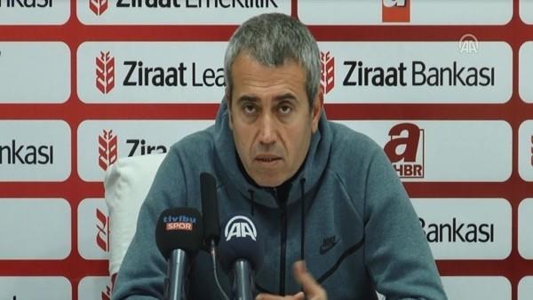 Kasımpaşa Teknik Direktörü Kemal Özdeş farklı galibiyeti değerlendirdi