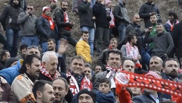 Cezalı taraftarlar maçı dağdan izledi