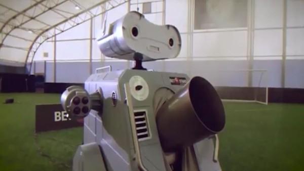 Yıldızlar geçemedi! İşte futbol robotu..