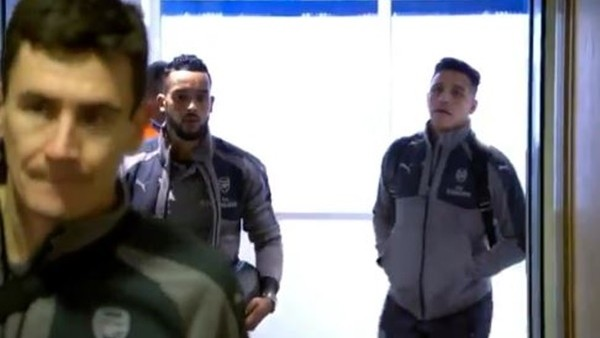 Arsenalli futbolcular Stamford Bridge'e geldi