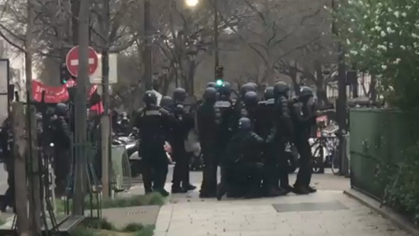 PSG - Lyon maçı öncesi holiganlar polisle çatıştı