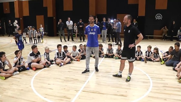 Pjanic'ten, Bosna Hersek'teki Juventus Futbol Akademisine ziyaret