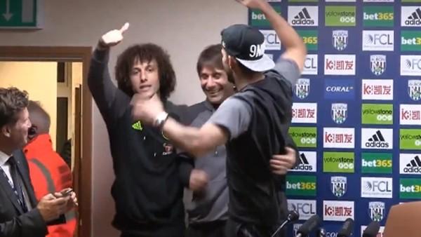 Conte'nin basın toplantısını bastılar!