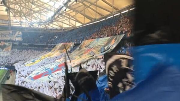 Schalke taraftarından Trabzonspor logolu koreografi
