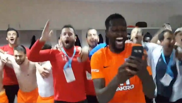 Başakşehirli futbolcular soyunma odasında böyle sevindi