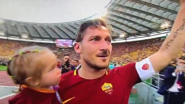 Efsane kaptan Totti'den duygusal veda!