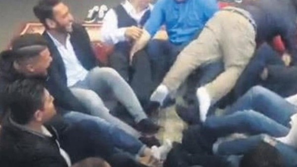 Hakan Çalhanoğlu'nu kemerle dövdüler