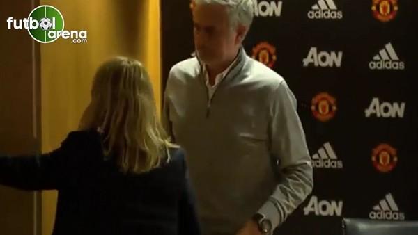 Mourinho'nun 11 saniyelik basın toplantısı