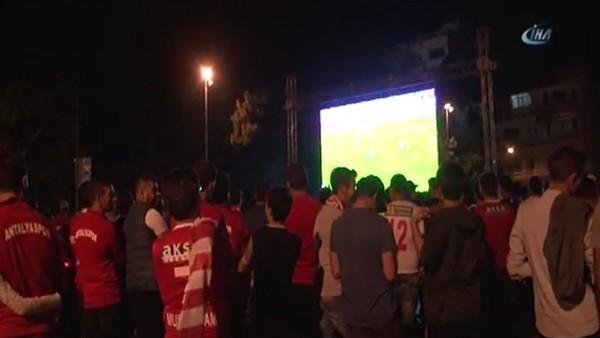 Konyaspor kazandı, Antalyaspor'luların hayalleri suya düştü