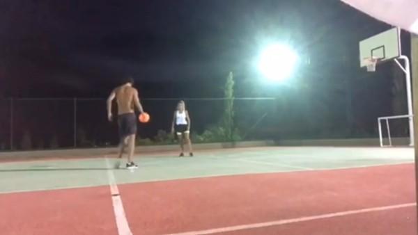 Enes Ünal'ın sevgilisiyle basketbol keyfi!