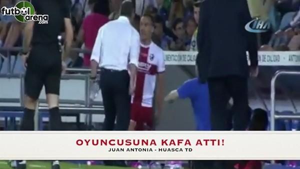 Futbolcusunun isyanına sinirlendi ve kafa attı!