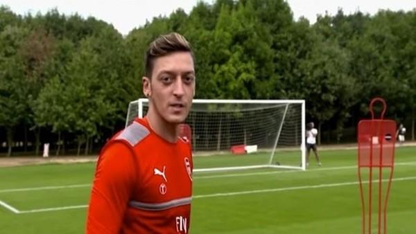 Sturridge attı Mesut Özil baktı!