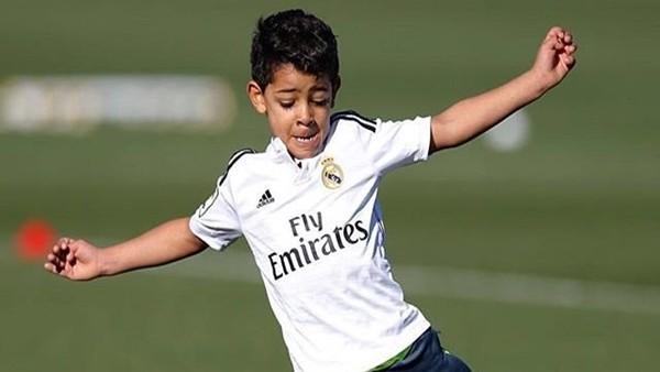 Ronaldo Jr. babasını yolunda!