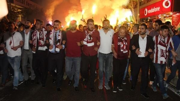 Elazığspor taraftarlarından destek yürüyüşü