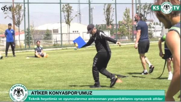Mustafa Reşit Akçay'dan kolbastı şov